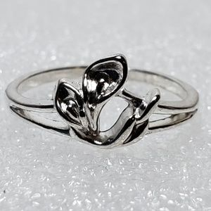 STERLING SILVER FLOWER RING SIZE 8.5